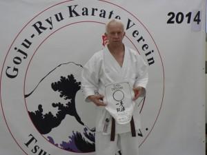 """Der erste """"hausgemachte"""" Schwarzgurt in der Goju-Ryu Karategruppe des Polizeisportverein"""