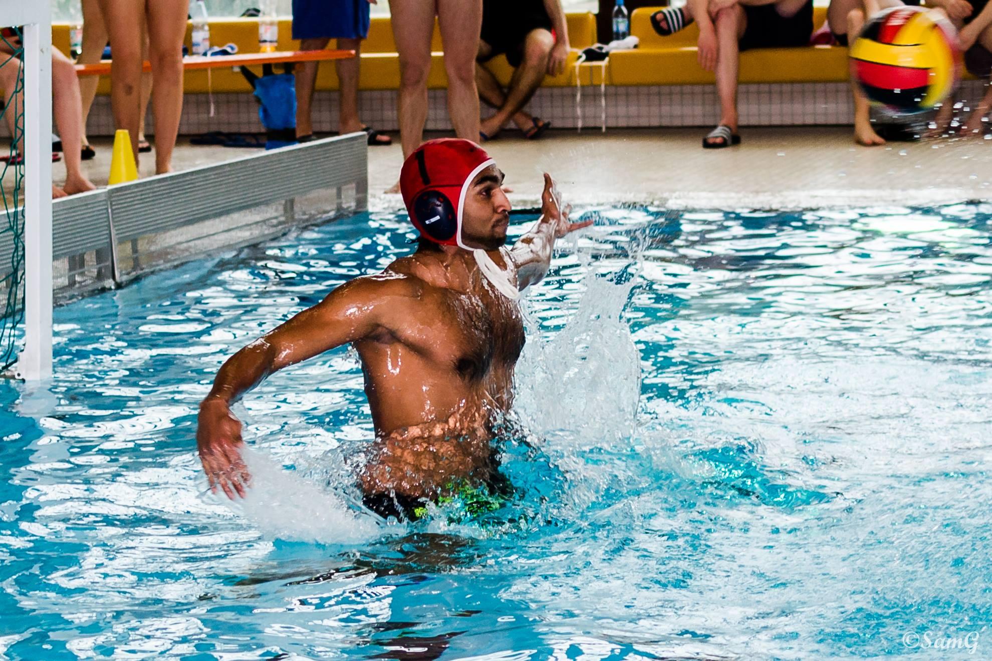 Wasserballer Blicken Auf Spitzenspiel
