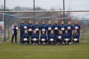 ise sponsert neue Bälle für die Damen vom Polizei SV Oldenburg