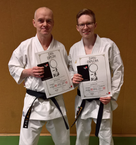 Zwei neue Schwarzgurte in der Karategruppe