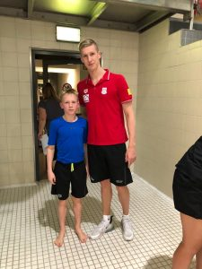 Diego Dekker und Schwimm-Weltmeister Florian Wellbrock in Magdeburg aktiv